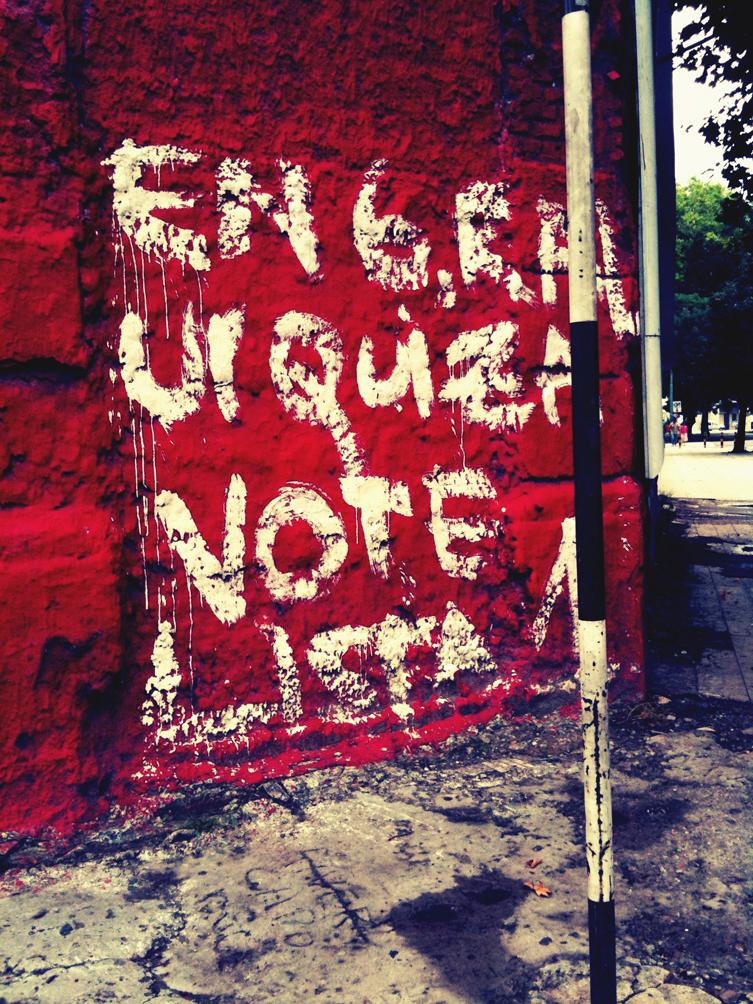 Photos by diane prises au hasard des mises en ligne sur le blog diane tell site officiel - Mur rouge ...